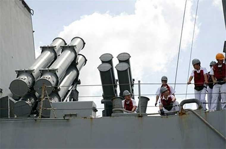 Trong tác chiến chống hạm, tàu khu truc Wang Geon có khả năng tiêu diệt các tàu chiến đấu mặt nước với 8 tên lửa hành trình RGM-84 Harpoon đạt tầm phóng 130km.