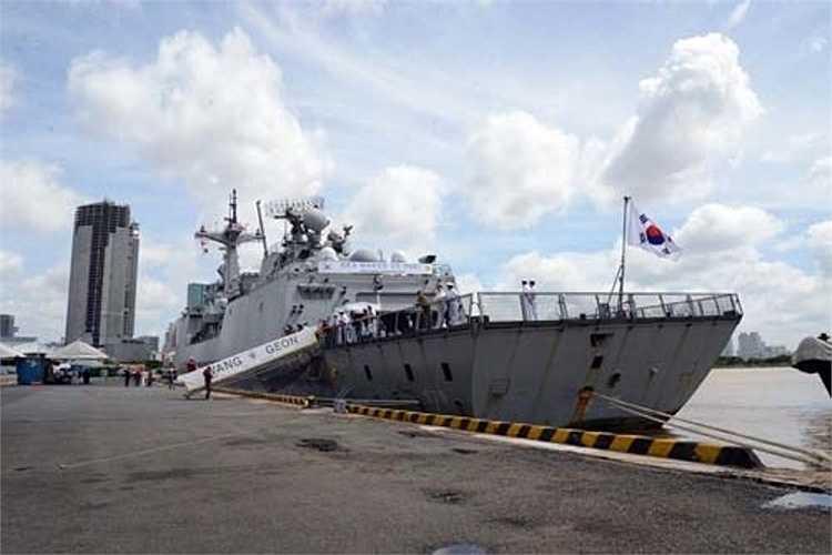 Đoàn thủy thủ Hàn Quốc cũng sẽ đến tặng quà làng trẻ em SOS và thi đấu giao hữu bóng chuyền với học viên Trường Trung cấp Kỹ thuật Hải quân