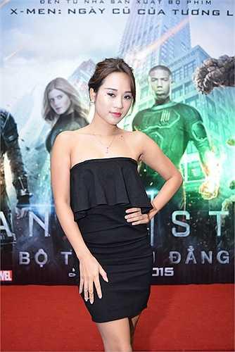 Xuất hiện trong buổi ra mắt Fantastic four - Bộ tứ siêu đẳng, Diễm Hằng diện váy cúp ngực khoe vai trần gợi cảm.