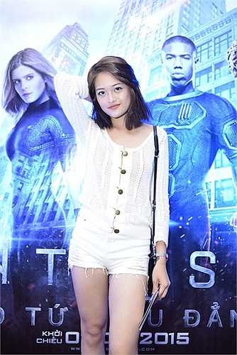 Buổi ra mắt phim còn có sự góp mặt của hot girl Hà Min, Hà Lade, Quỳnh Anh Shyn.