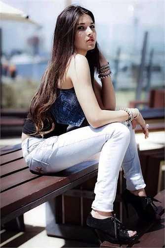 Khuôn mặt xinh xắn của Aline Lima được cộng đồng mạng đánh giá đẹp tựa như thiên thần.