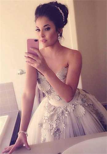 Ngoài việc làm mẫu, Aline Lima còn là một nhân viên tư vấn trang điểm online rất nổi tiếng trên mạng.  (Nguồn: 24h)