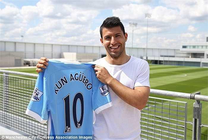 Sau khi Dzeko chuyển sang AS Roma, số 10 của Man City bỏ trống và El Kun quyết định chuyển sang khoác chiếc áo đặc biệt này