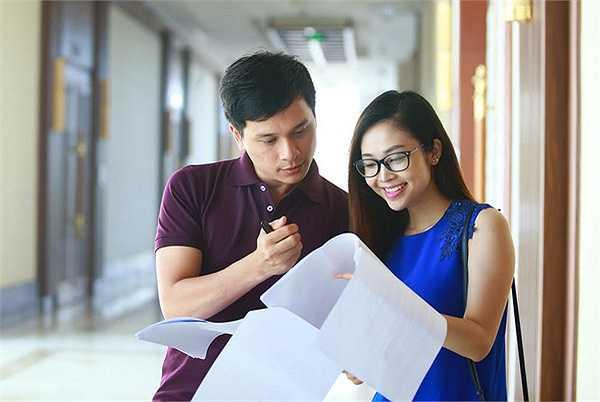 2 MC Danh Tùng và Thuỳ Linh đã có 1 ngày bận rộn trong buổi tổng duyệt của đêm Chung kết Sao Mai phong cách nhạc nhẹ.