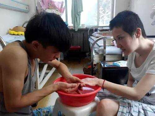 Chen chăm sóc cho Fu