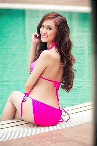 Không chỉ nội y, nàng hot girl cótên thật làNguyễnThụy Tú Anh còn thực hiện nhiều bộ ảnh với áo tắm