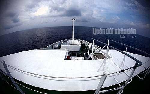 Vừa qua, tàu 8002 đã có chuyến hành trình đầu tiên đưa Đoàn công tác Bộ Quốc phòng thăm, kiểm tra một số tuyến đảo gần bờ của Việt Nam.