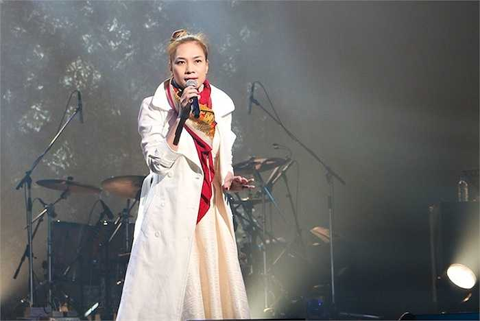 Giọng hát ngọt ngào của 'họa mi tóc nâu' kết hợp với tài năng guitar nổi tiếng châu Á cùng sự hỗ trợ của dàn âm thanh chất lượng tại nhà hát nổi tiếng NHK đã mang lại những xúc cảm tuyệt vời cho người nghe.