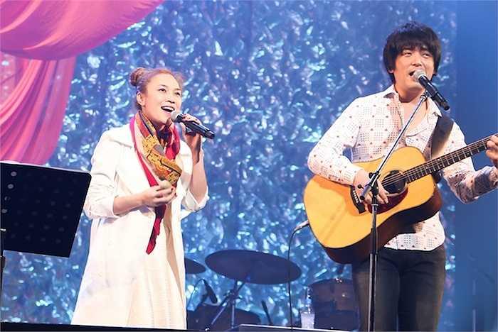 Đặc biệt, 1 vị đại diện cho BTC concert này tại Nhật, cũng ngẫu hứng song ca 'Cô gái đến từ hôm qua' với Mỹ Tâm.