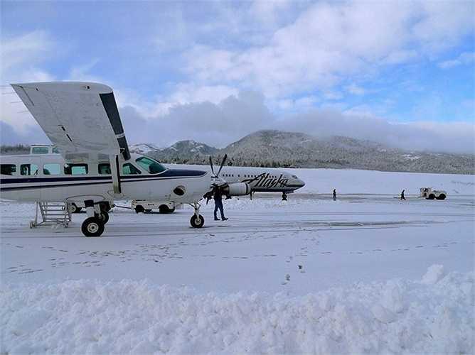Sân bay quốc tế Ketchikan ở Alaska, Mỹ. Một trong những sân bay sở hữu đường băng ngắn nhất thế giới, thêm vào đó là nhiệt độ luôn ở mức đông cứng và sức gió cực mạnh
