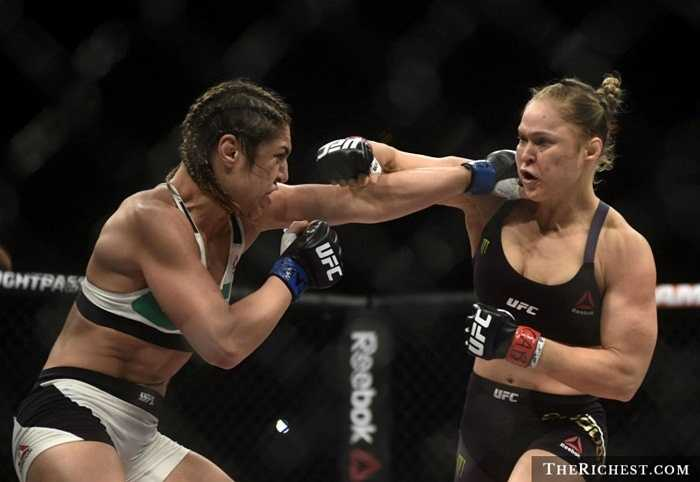Võ sĩ MMA.MMA là một môn thể thao khá nguy hiểm. Các võ sĩ tham gia được phép đối kháng toàn diện và sử dụng bất cứ môn võ gì, miễn sao dành chiến thắng. Vì vậy, những chấn thương và di chứng sau khi thượng đài là không thể tránh khỏi cho những người tham gia. Tuy nhiên, nếu chiến thắng thì có thể mang về hàng triệu USD tiền thưởng
