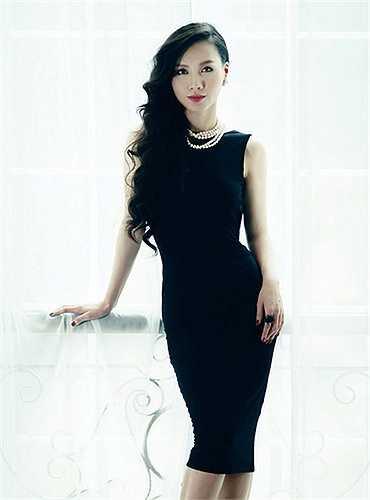 Minh Hà là MC của chương trình Cà phê sáng trên kênh VTV3, nữ MC xinh đẹp này luôn biết cách ghi điểm cho mình trước khán giả bằng việc lựa chọn trang phục thật chỉn chu trước khi ghi hình.