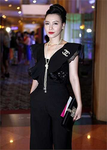 Gu thời trang của Minh Hà rất sang trọng và quyến rũ, cô thường xuất hiện trên truyền hình với kiểu tóc búi cao mang lại sự năng động, gọn gàng và thanh thoát cho khuôn mặt của nữ MC.