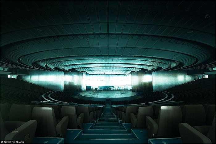 Phòng hòa nhạc Linnahall ở Tallinn, Estonia, được thiết kế giống như một con tàu vũ trụ