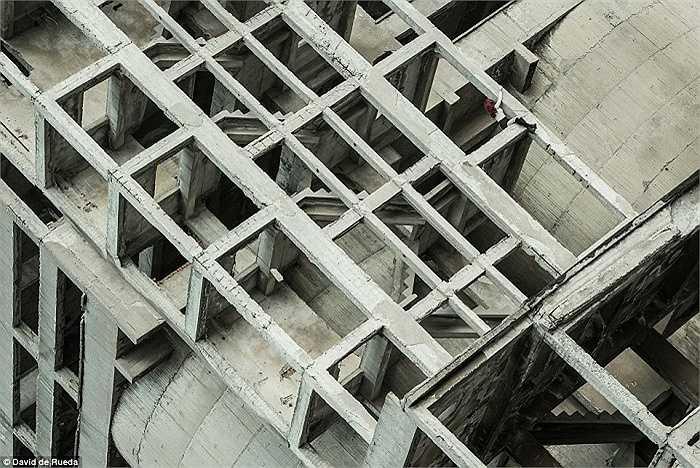 Tòa nhà chưa xây dựng xong nhưng đã bị bỏ hoang ở Sofia, Bulgaria