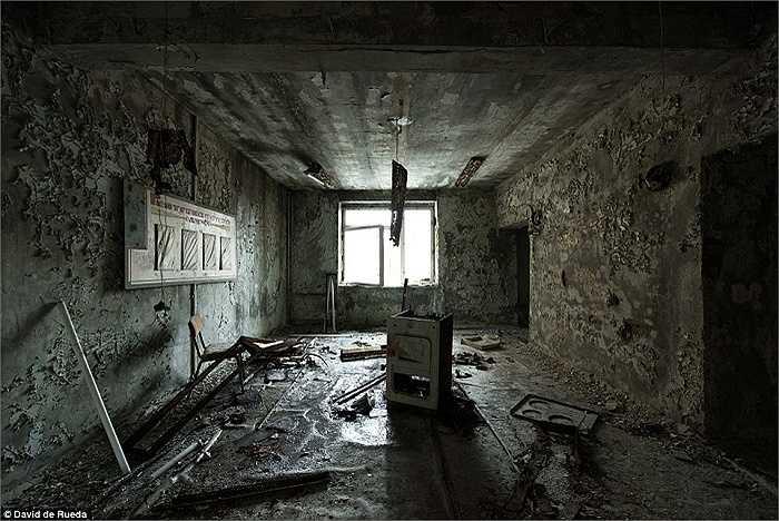 Hình ảnh bệnh viện Pripyat 29 năm sau thảm họa chấn động năm 1986