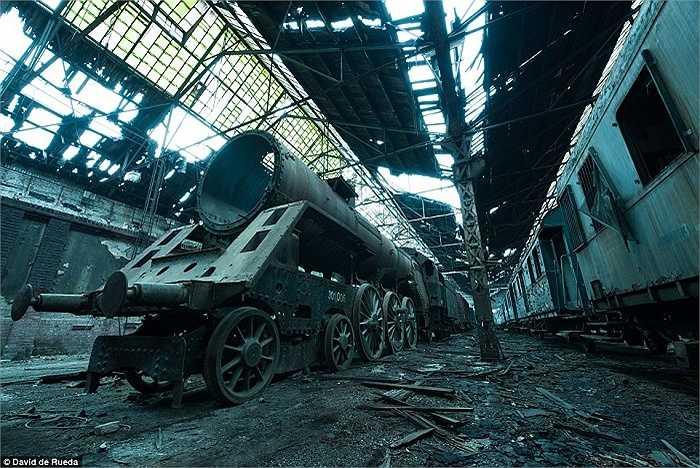 'Nghĩa địa' tàu hỏa nằm trong một nhà ga đang hoạt động ở Budapest, Hungary