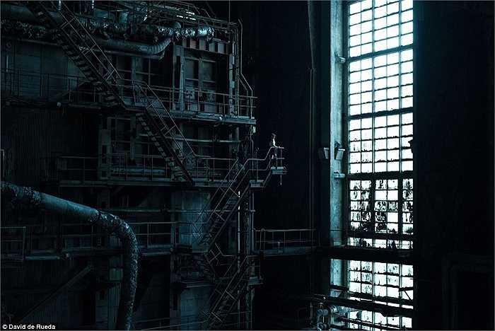 Bên trong một nhà máy điện bỏ hoang gần Budapest, Hungary. Không gian rộng lớn với đầy đủ trang thiết bị khiến người ta liên tưởng đến thế giới khoa học viễn tưởng