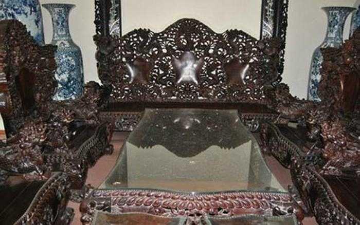 Bộ bàn ghế bằng gỗ sưa có giá trăm tỷ thuộc hàng đắt nhất Việt Nam.