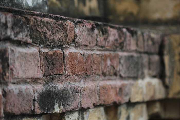 Một nhân viên Sawaco cho biết, toàn bộ kiến trúc còn rất vững chắc. Hiện chỉ một số mảng tường bị bong tróc nhẹ, lộ lớp gạch.