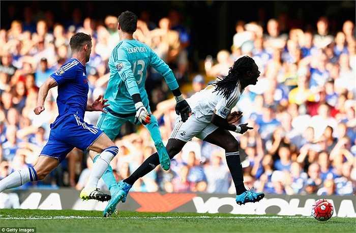 Một pha phạm lỗi rõ ràng của thủ thành Chelsea.