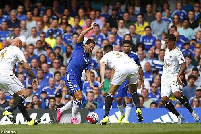 Thế nhưng Swansea đã khiến Chelsea gặp nhiều khó khăn.