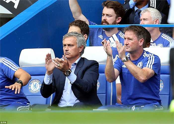 Chelsea có bàn thắng vượt lên dẫn trước ở phút 23 với pha làm bàn của Oscar.