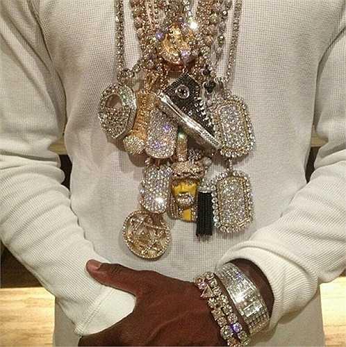 Tất cả những sợi dây chuyền đắt tiền nhất của Mayweather.
