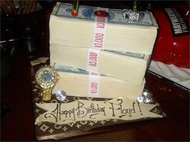 Và cả bánh sinh nhật của anh cũng vậy. Không cần nhiều bánh, chỉ cần thật nhiều tiền.