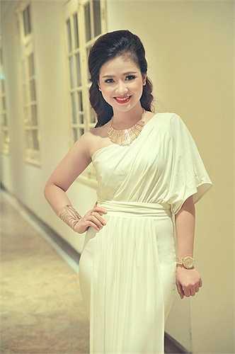 Nữ ca sĩ Dương Hoàng Yến đã tham gia chương trình chào mừng sinh nhật lần thứ 83 của Hoàng hậu Thái Lan
