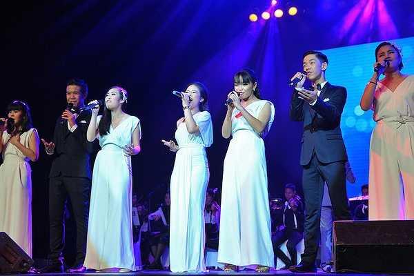 Trong chương trình này, Dương Hoàng Yến biểu diễn cùng ban nhạc Ruamsmai, đây là ban nhạc tuổi teen nổi tiếng nhất Thái Lan, quy tụ các tài năng từ 12 đến 18 tuổi tới từ khắp nơi trên xứ Chùa Vàng.