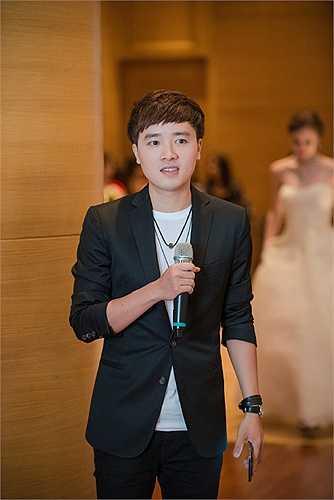 Đảm nhiệm dẫn dắt chương trình là MC Tường Linh.