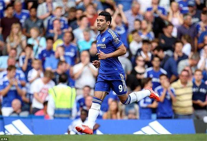Radamel có lần ra sân thứ 2 trong màu áo Chelsea và không thể hiện được nhiều