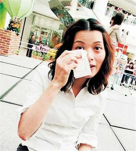 Thu nhập của cô thời gian sau còn không bằng người giúp việc. Không còn lựa chọn nào khác, Lưu Cẩm Linh phải tìm đường thoát thân, đi học nghề bảo hiểm và giải nghệ vào năm 2006. Gần 10 năm trở lại đây, Lưu Cẩm Linh an phận với cuộc sống kiếm ăn qua ngày của mình.