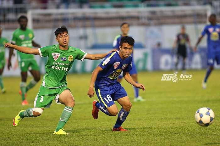 Thanh Tùng, người từng ghi 2 bàn thắng giúp HAGL thắng B.Bình Dương, là niềm hi vọng cuối cùng của khán giả phố Núi