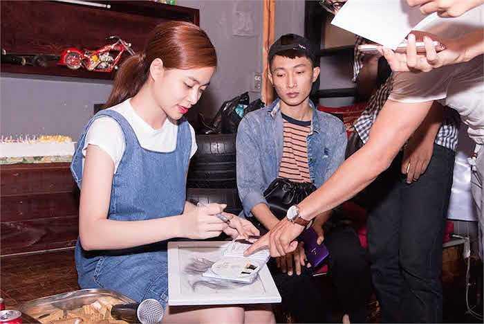 Hoàng Thuỳ Linh vừa nhận được một bất ngờ nho nhỏ khi được fans kín đáo tổ chức sinh nhật.