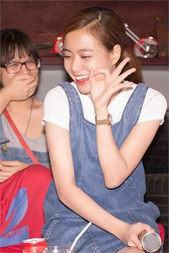 Buổi họp fan được tổ chức ngoài dự kiến, ban đầu chỉ là buổi cà phê thân mật với một nhóm trưởng fan của cô tại TP.HCM