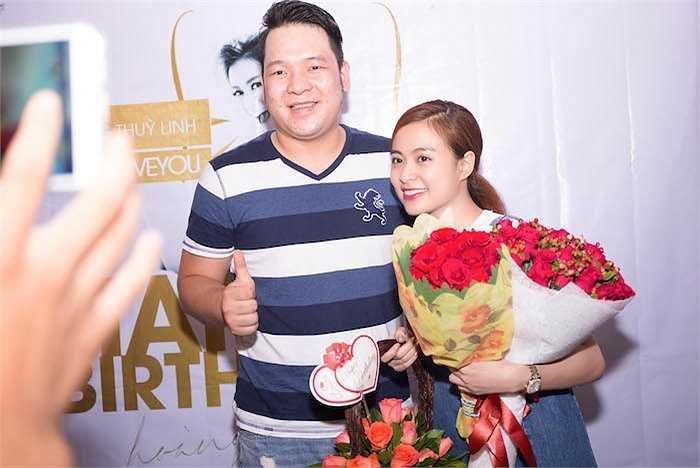 Bắt đầu buổi sinh nhật, sự xuất hiện của Hoàng Thuỳ Linh đã làm cho Fan vô cùng hào hứng và bất ngờ