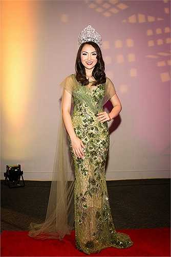Đương kim hoa hậu Jennifer Chung rất hồi hộp chờ đón người đăng quang mới.