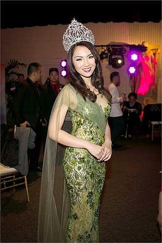 Cô hoa hậu 9x đã thu hút sự chú ý của tất cả mọi người từ phong thái cho đến cách cư xử nói chuyện
