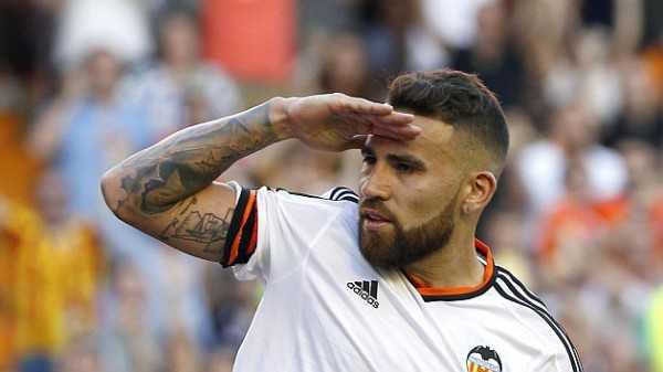 Nicolas Ottamendi đang trên đường tới Man Utd?
