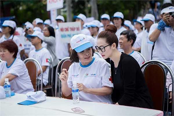 Đây cũng là hoạt động được tổ chức thường niên của Hội chữ thập đỏ Việt Nam mà Khánh My đã làm đại sức trong suốt 5 năm qua.