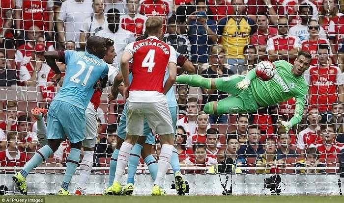 Thủ môn Adrian cũng đã có một trận đấu xuất sắc khi hóa giải mọi pha dứt điểm từ đội chủ nhà