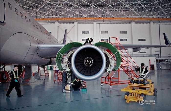 Khu vực này rộng khoảng 70.000 m2 với nhà điều khiển, nhà kho vật tư, nơi để máy bay. Trong khu vực nhà sửa chữa có thể chứa 6 chiếc A320 hoặc 2 chiếc Boeing 747 cùng lúc
