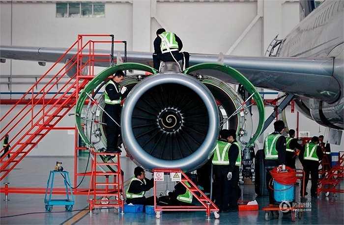 Trên thực tế, sau mỗi chuyến bay, nhân viên kỹ thuật sẽ kiểm tra các thông số của máy bay. Tuy nhiên, máy bay vẫn cần bảo trì định kỳ lâu hơn như A320 sau 600 giờ bay
