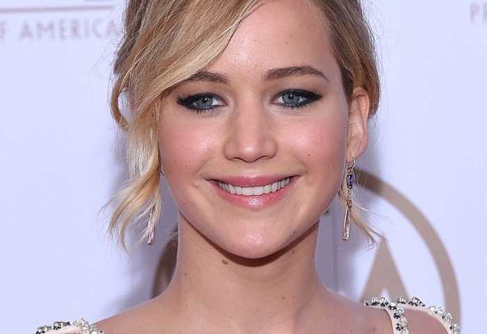 Jennifer Lawrence, 24 tuổi. Siêu phẩm X-men: Ngày cũ của tương lai với sự xuất hiện của rất nhiều diễn viên nổi tiếng nhưng kỳ thực lại là show diễn riêng của J.Law. Năm 2015, cô còn hoạt động mạnh mẽ hơn nữa và hứa hẹn sẽ trở thành một biểu tượng Hollywood mới