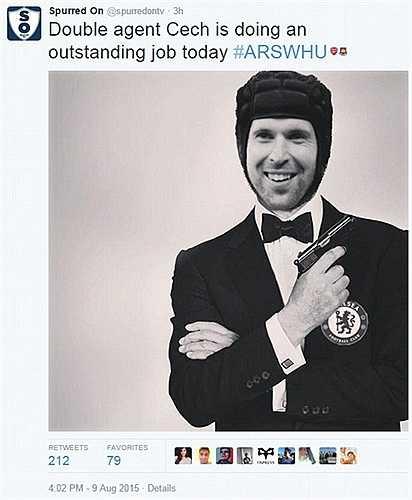 Điệp viên Cech thực sự làm cơn khủng hoảng niềm tin ở hàng thủ Arsenal thêm trầm trọng
