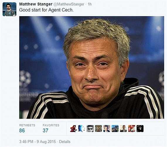Mourinho cười phì khi thấy Cech xuống phong độ