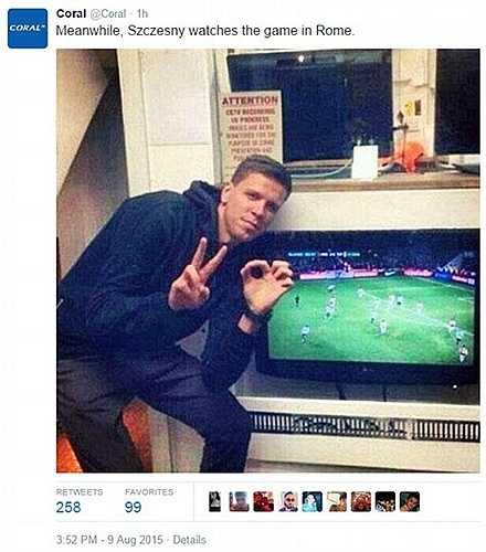 Ở nước Ý, thủ thành Szczesny sung sướng khi thấy Arsenal phải trả giá vì ruồng rẫy anh
