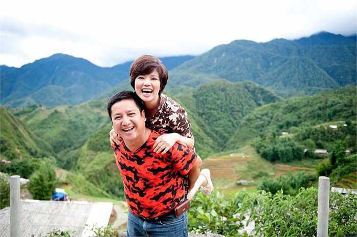 Dù đã kết hôn hơn 30 năm, nhưng lúc nào khán giả cũng thấy nghệ sỹ Chí Trung và Ngọc Huyền đầy tình cảm bên nhau.